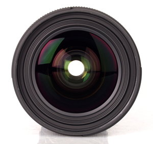 18-35mm f/1.8 DC