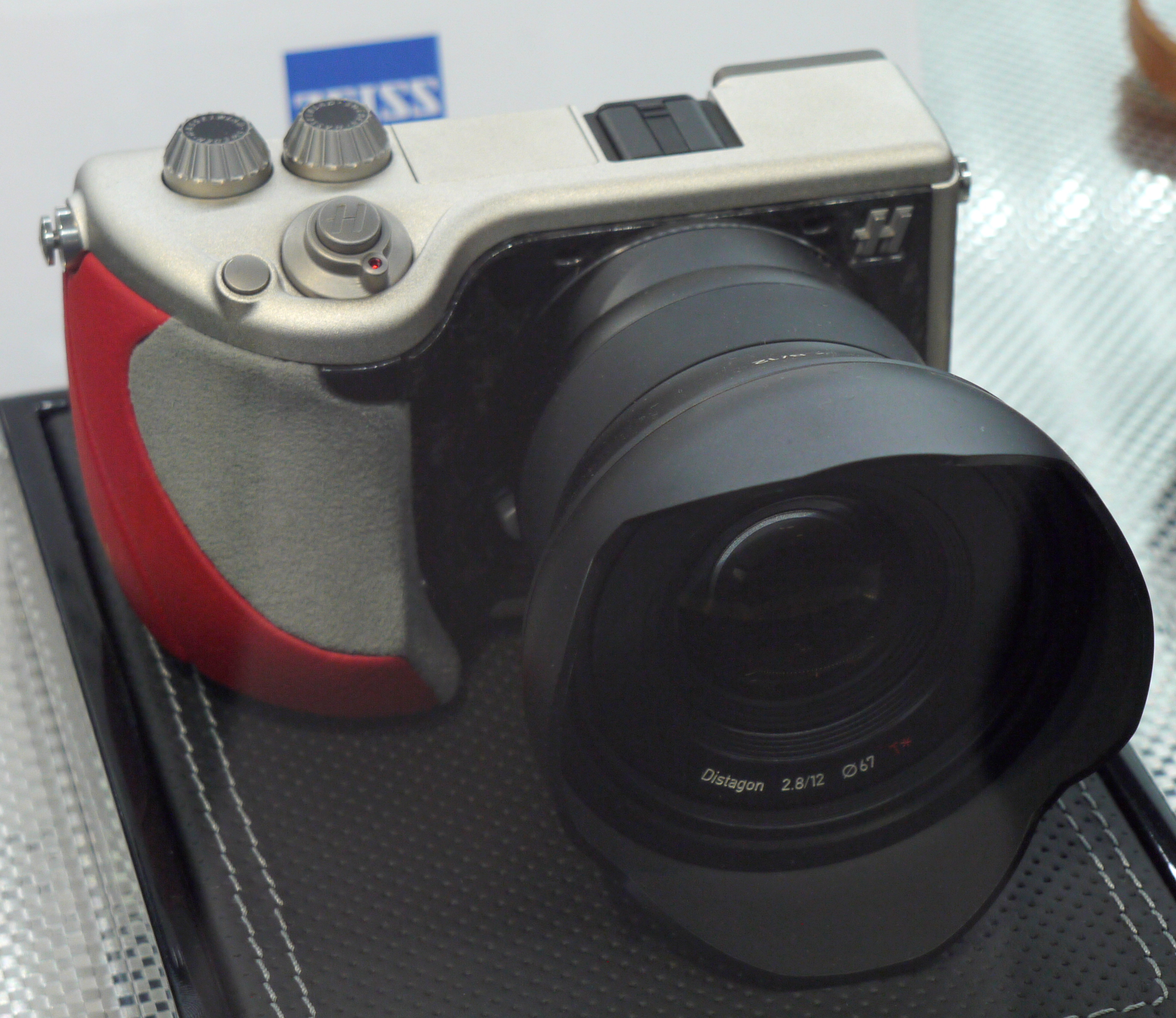 Hasselblad Lunar Hands-On Preview
