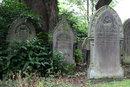 Gravestones F8 | 2 sec | f/8 | 85.0 mm | ISO 100